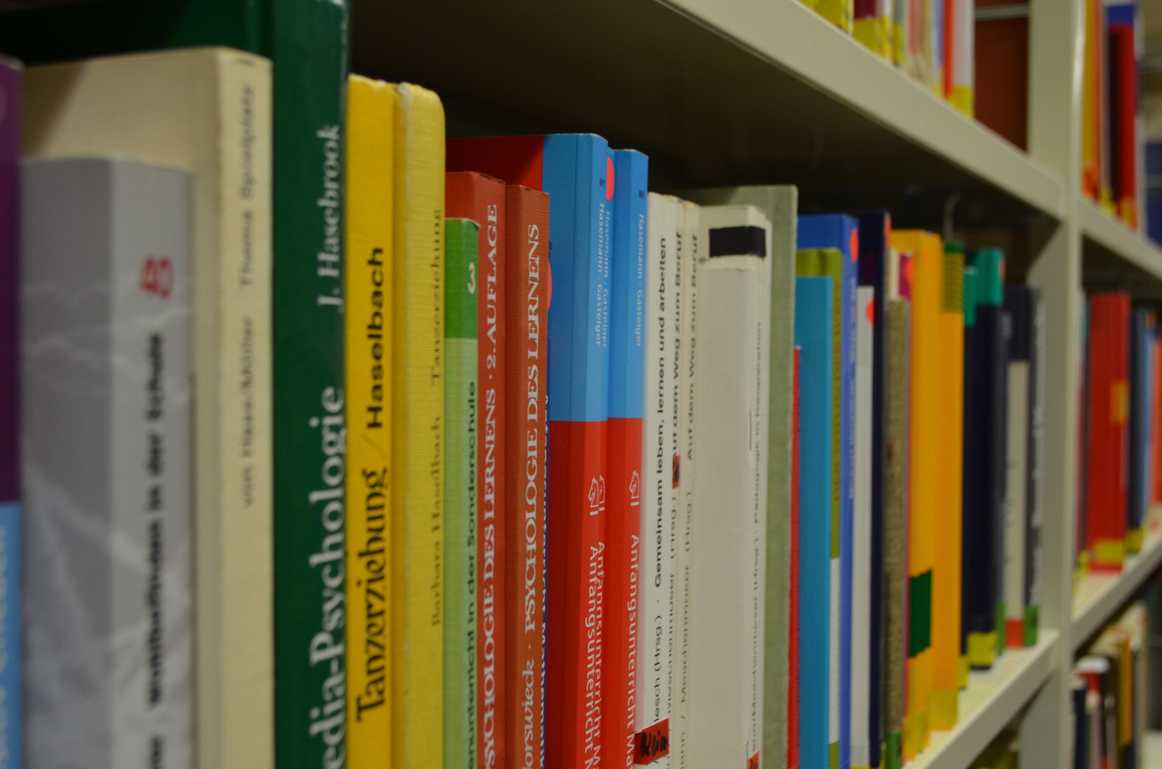 Ausschnit aus der Fachbibliothek des DHR